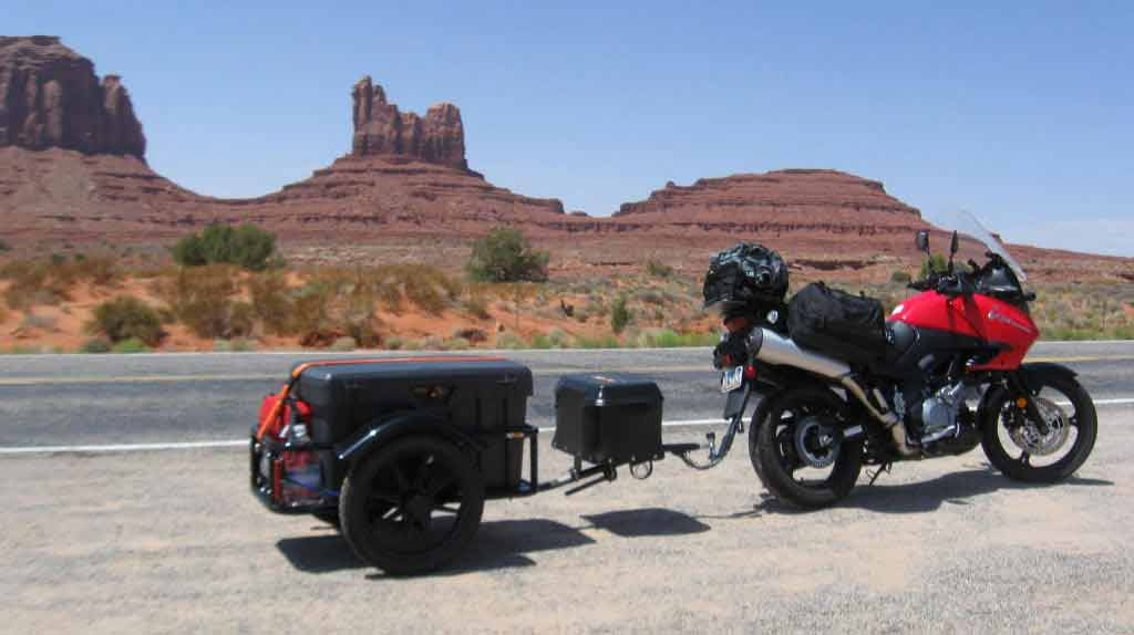 Adventure bike pulling bushtec trailer